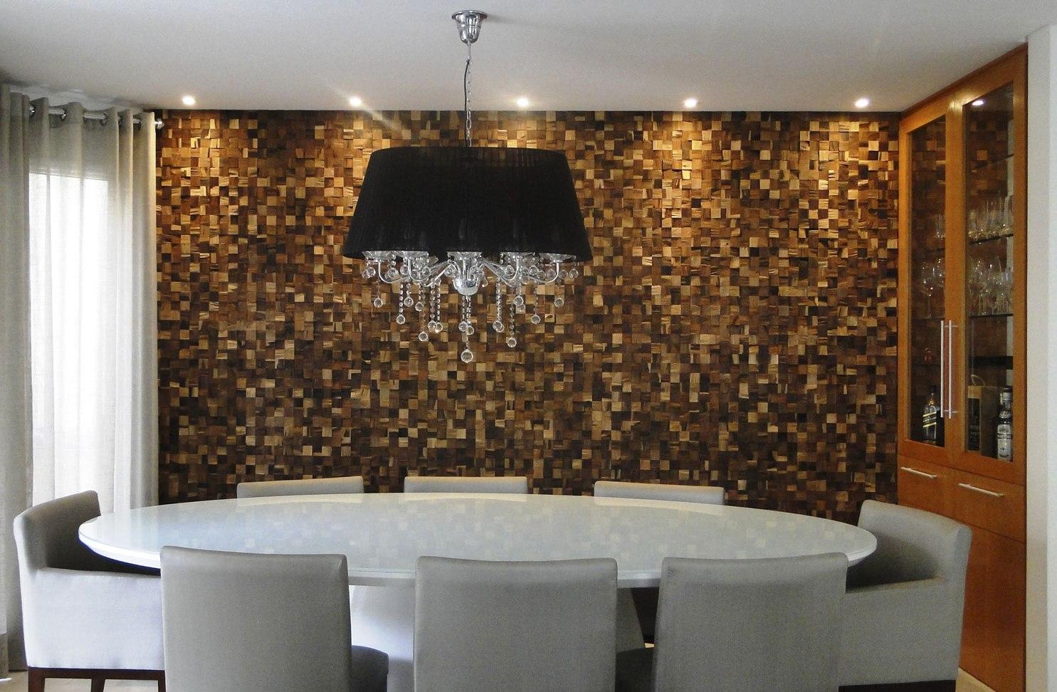 os painéis de madeira aquecem o lar e trazem conforto para qualquer  #694220 1485x972